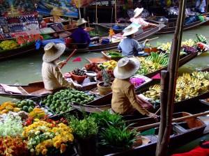 PIATA PLUTITOARE BANGKOK THAILANDA