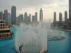 sejur dubai mall fantinile cantatoare dubai emiratele arabe unite (1)